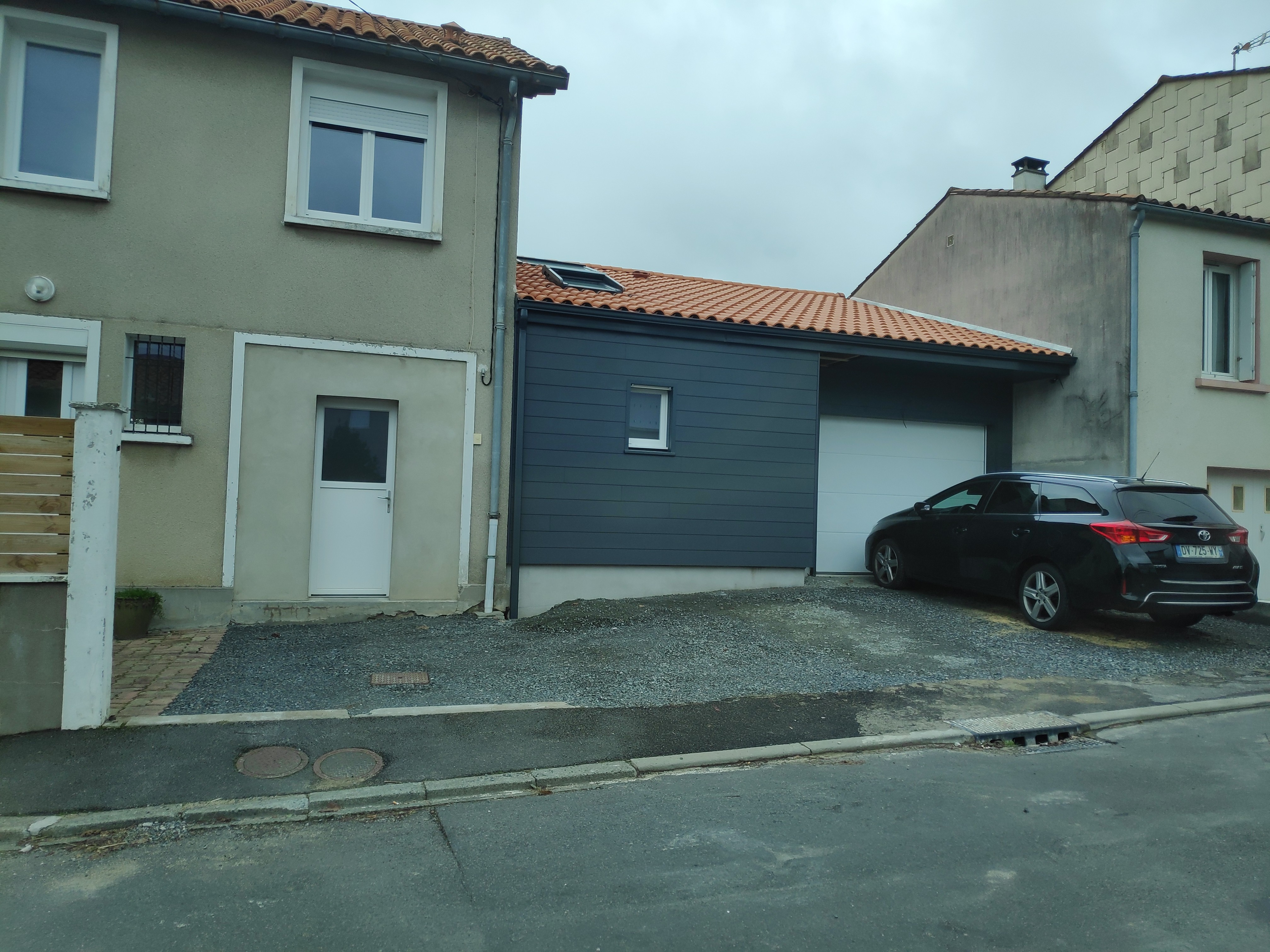 Extension d'une maison en ossature bois - Garage et pièce de vie